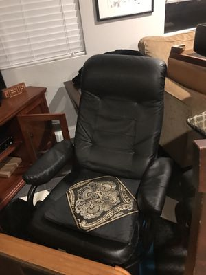 Office chair and footrest for Sale in Annandale, VA