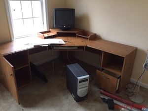 Computer desk for Sale in Spotsylvania, VA