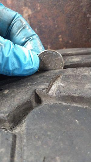 Photo 4 tires, Falken,285/70/17, excellent tread