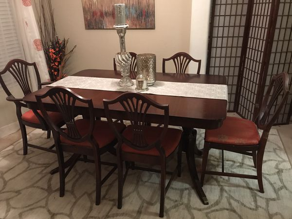 Duncan Phyfe Style Dining Table W 6 Chairs And Matching Buffet