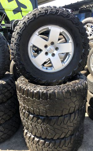 Jeep rims with 35 mud terrain tires $600 for Sale in East Los Angeles, CA
