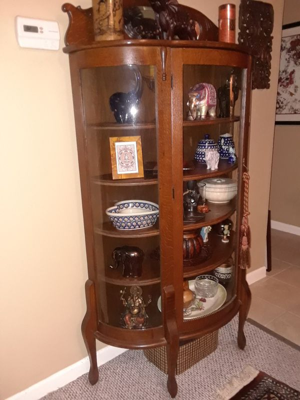 ANTIQUE CHINA CABINET. BEAUTUFUL WOOD CARVINGS, ROUNDED GLASS, MIRROR,  ADJUSTABLE SHELVES. CONDITION WELL KEPT & DISPLAYS TREASURES/ OR CHINA. ( Antiques) in ... - ANTIQUE CHINA CABINET. BEAUTUFUL WOOD CARVINGS, ROUNDED GLASS