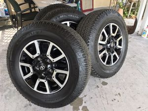 Photo 2020 Toyota Tundra trd factory rims and new tires take off of 2020 tundra