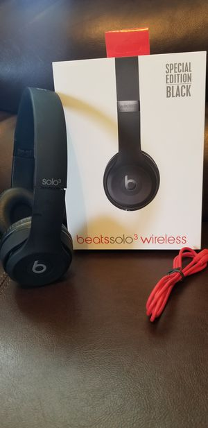 Photo Brand New Beats solo 3 wireless bluetooth Headphones comes in Black and Red