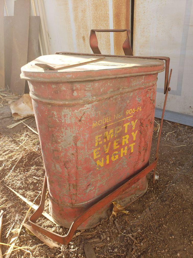 Vintage oil rag can