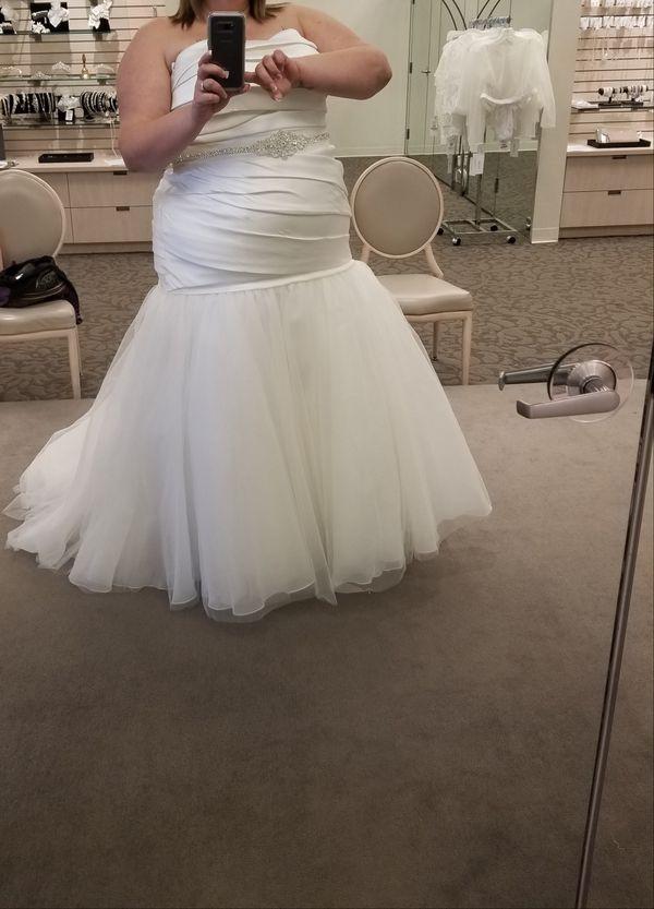 Plus size Vera Wang wedding dress for Sale in Phoenix, AZ ...