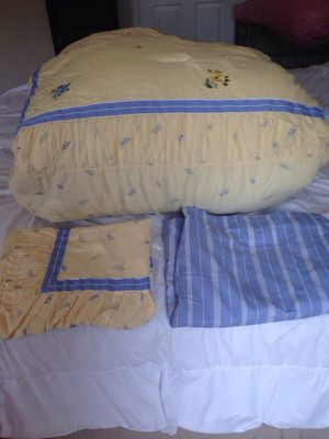 Full size bed set w/ sheets and pillow cases for Sale in Crewe, VA