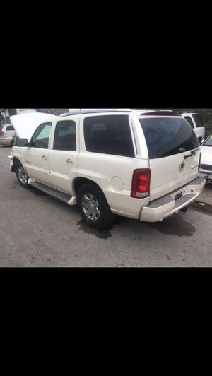 Parting out 2006 Cadillac Escalade OEM GM Parts for tahoe Yukon Suburban Denali Avalanche 00-06 Chevy GMC Parts for Sale in Fort Lauderdale, FL