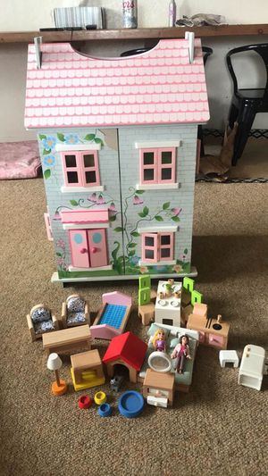 Photo Wooden dollhouse and extras