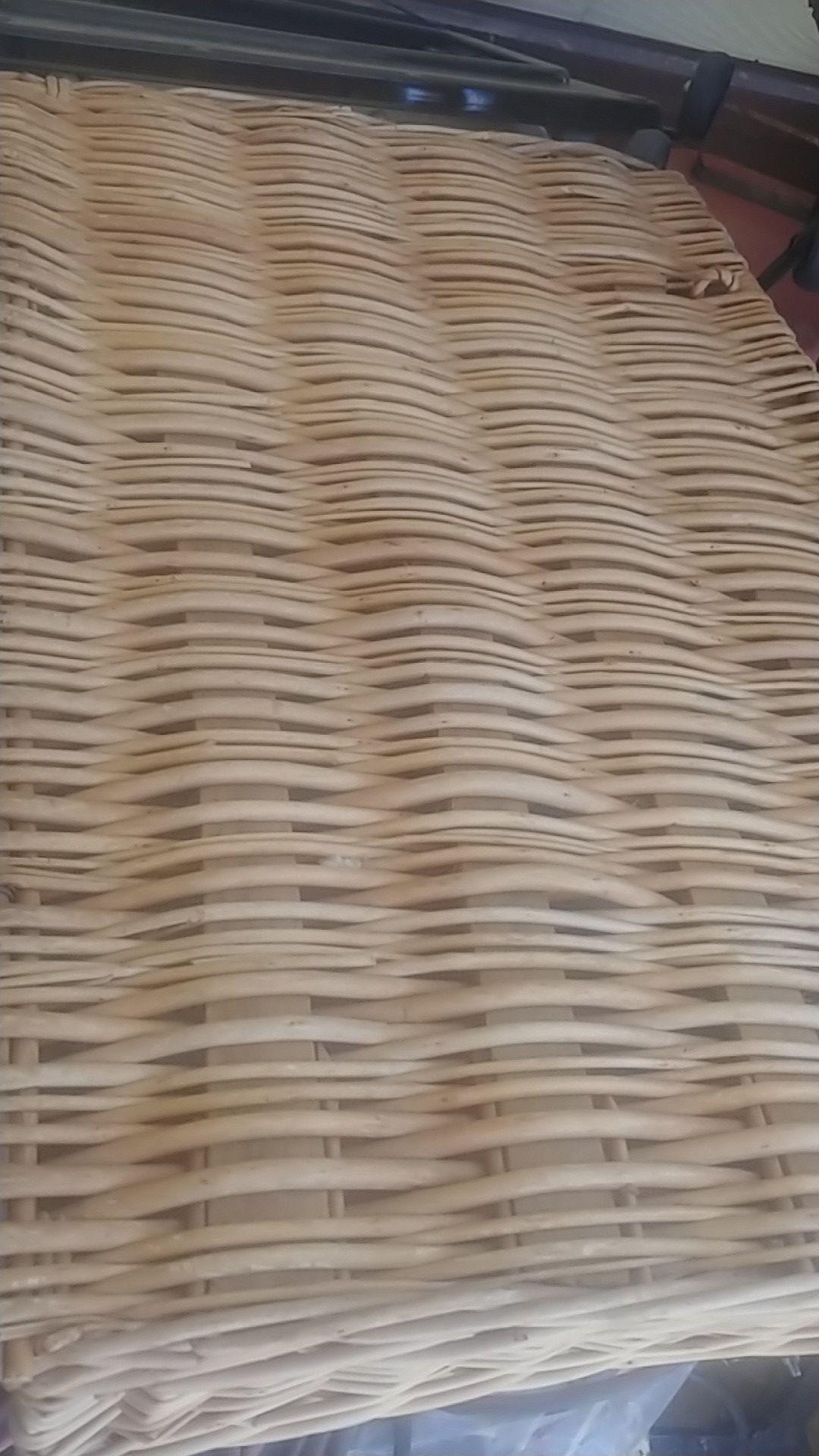 Basket long opens up