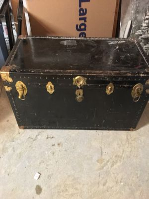 Antique steamer trunk - great for storage and/or table top for Sale in Ashburn, VA