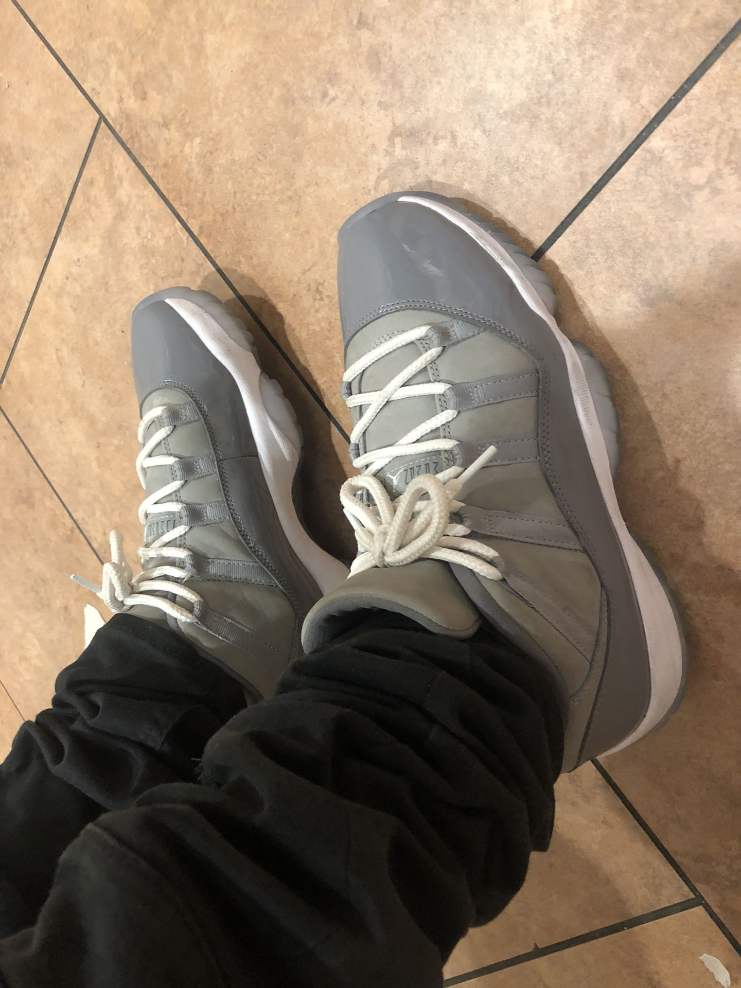 Low cool grey 11s size 9