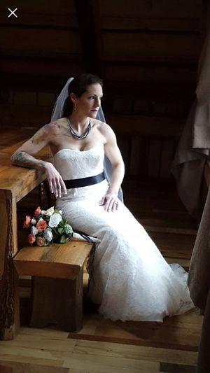 Vera Wang Wedding Gown Dress for Sale in Goode, VA