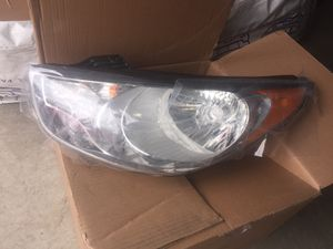 2010-2014 Hyundai Tucson Driver Side OEM Headlight for Sale in Silver Spring, MD