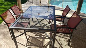 Photo Patio table (glass top)