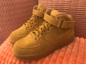 Photo Nike Air Force 1 Mid LV8 size 2y