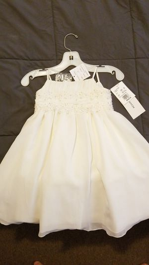 Flower girl dress, 2T, never worn w/tags, Ivory, beautiful design, multi-layered underneath, repair beads, tea length, from David's Bridal for Sale in Powhatan, VA