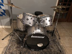 Ludwig 5 piece drum set with hardware and cymbals like new for Sale in Saint Cloud, FL