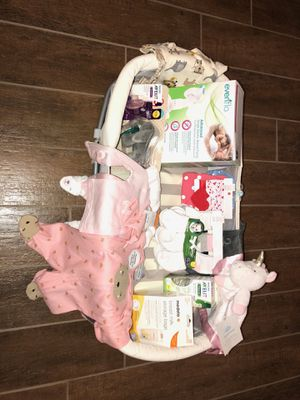 Baby girl bundle for Sale in Fresno, CA
