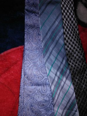 3 name brand men's ties for Sale in Cheverly, MD
