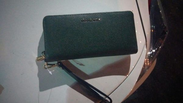 1fe33e075fba ... nee mk green leather wallet 60 off retail price hurry for ...