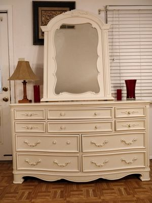 """Nice solid wood dresser with 10 drawers and mirror in very good condition, all drawers sliding smoothly. L58""""*W19.2""""*H33"""" for Sale in Annandale, VA"""