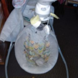 baby swing on very good condition Thumbnail