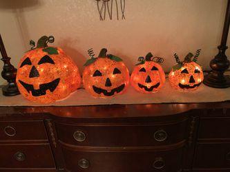 Halloween decorations Thumbnail