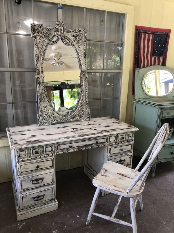 Beautiful Vintage vanity or desk with Carolina Mirror (Furniture) in Houston  YU01