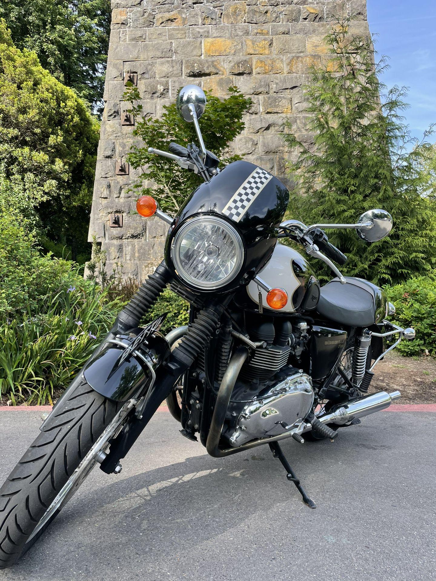 Photo 2010 Triumph Bonneville T100