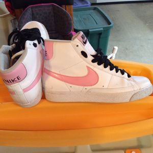 Nike tennis shoes size 5.5 women's $15 for Sale in Apex, NC