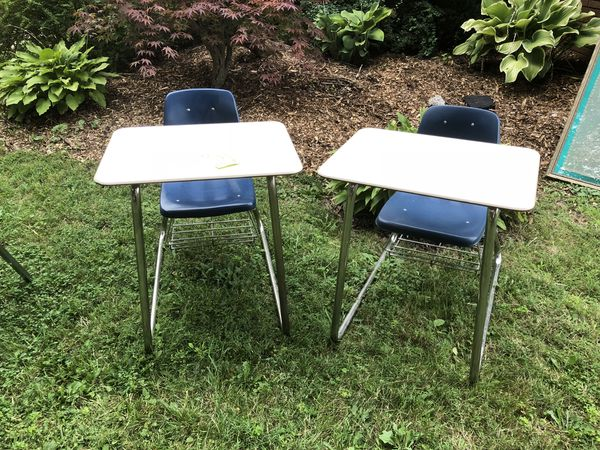 Pleasant Student Desk And Attached Chair Great Condition 45 Each 35 Each If You Buy 2 For Sale In Ferndale Mi Offerup Unemploymentrelief Wooden Chair Designs For Living Room Unemploymentrelieforg