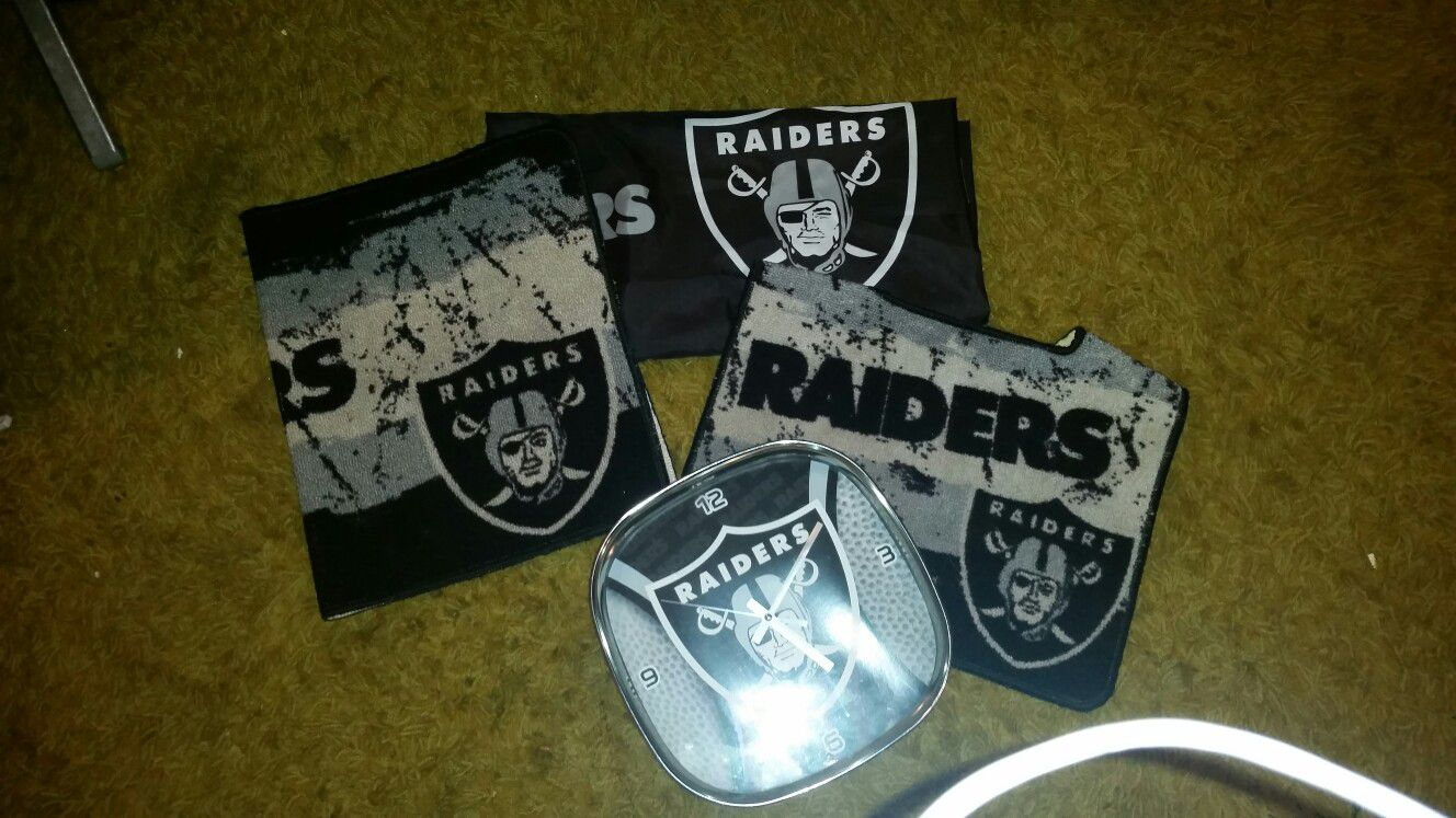 I have this raiders bathroom stuff. It's in really good shape almost brand new. There's 2 rugs, a shower curtain, and a clock.