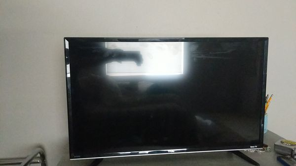 TCL 32 inch Roku smart TV 720p for Sale in Puyallup, WA - OfferUp