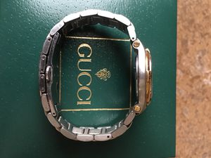 7824c9084a5 Ladies Gucci Watch with box and all links 9040L for Sale in Gilbert ...