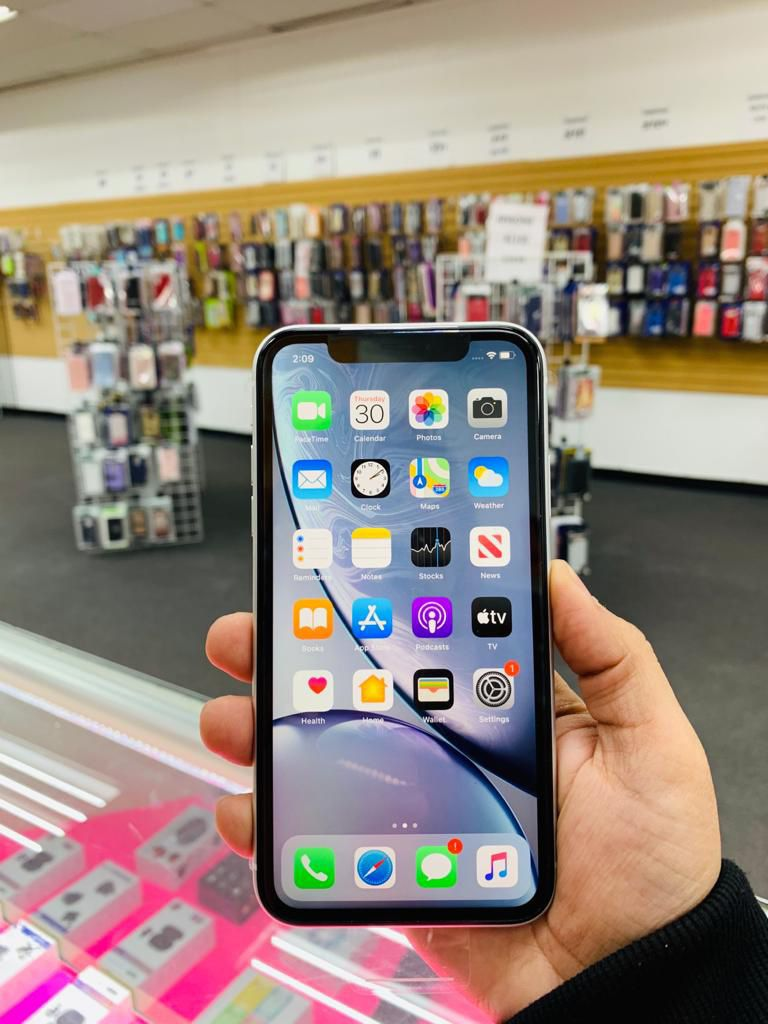 iPhone Xr Unlocked 64GB 🔥 We are a store