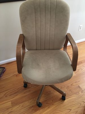 Comfy office chair. Adj height, swivels has wheels good solid chair w arms for Sale in Falls Church, VA