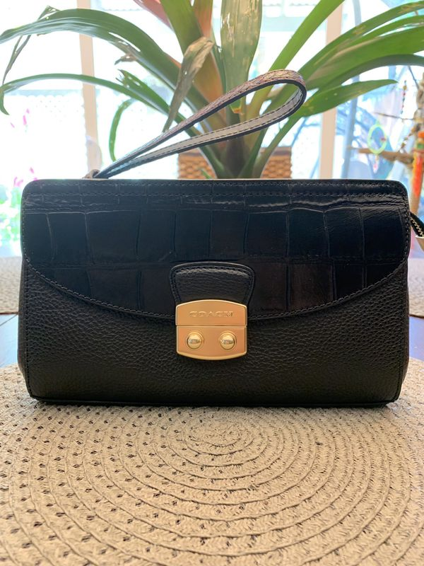 1aa91f3f77 PRICE DROP!!! Brand new Coach pebble Exotic embossed Leather Clutch ...