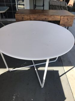 Round tables Thumbnail