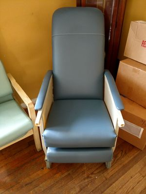 Geriatric chair for Sale in Fort Washington, MD