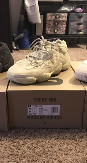 DS Yeezy 500 Super Moon Yellow sz 10.5 for Sale in Rockville, MD