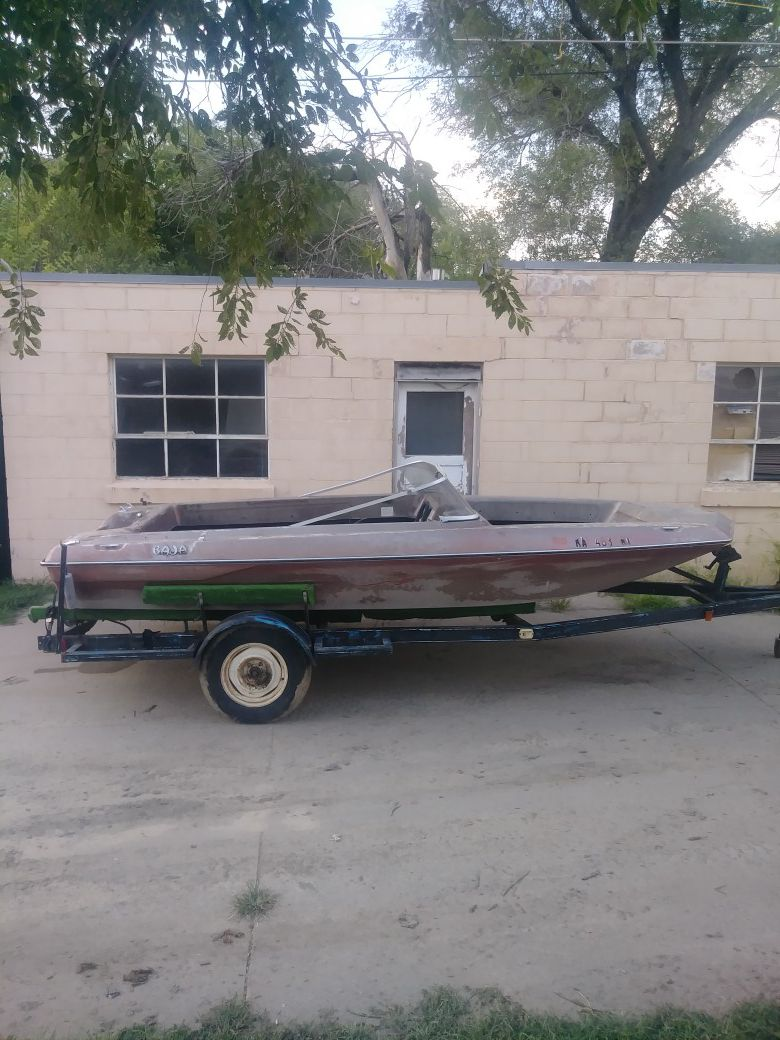 Photo Baja sun boat open bow comes with trailer this is a boat to rebuild a project boat $100