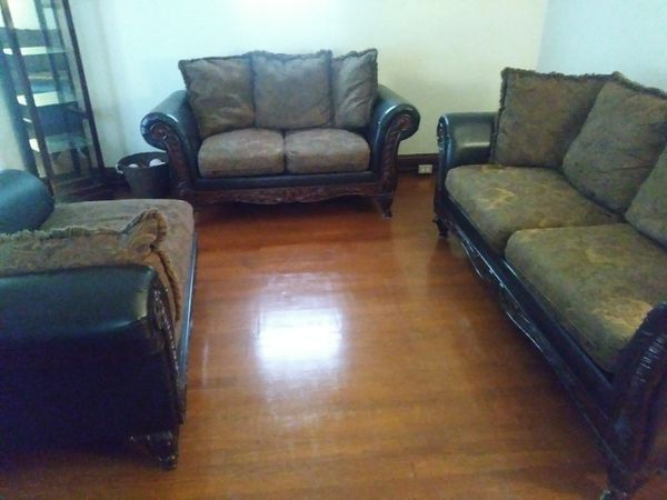 3 Piece Living Room Set Furniture In Cleveland Oh Offerup