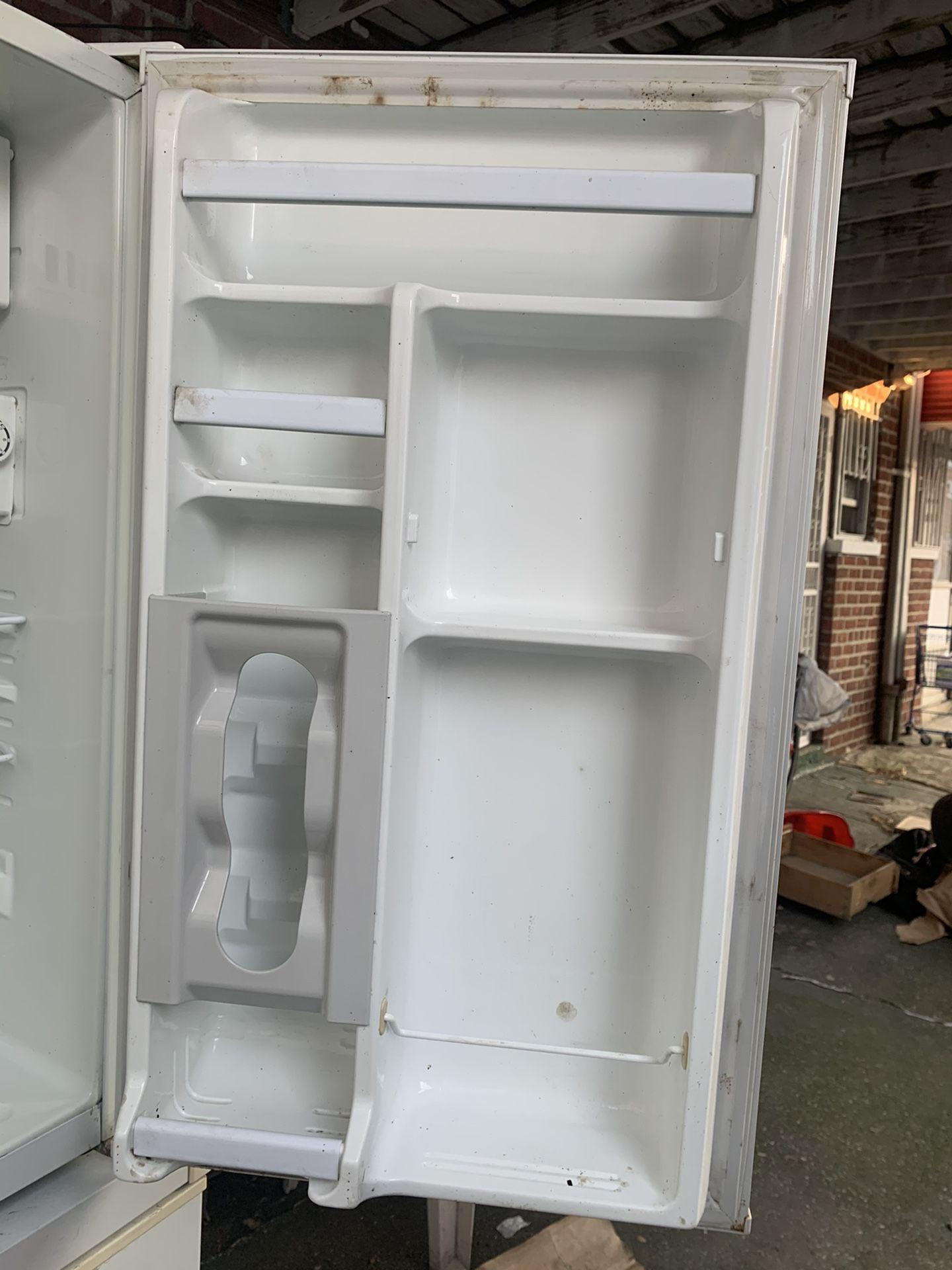 Refrigerator DAEIVOO