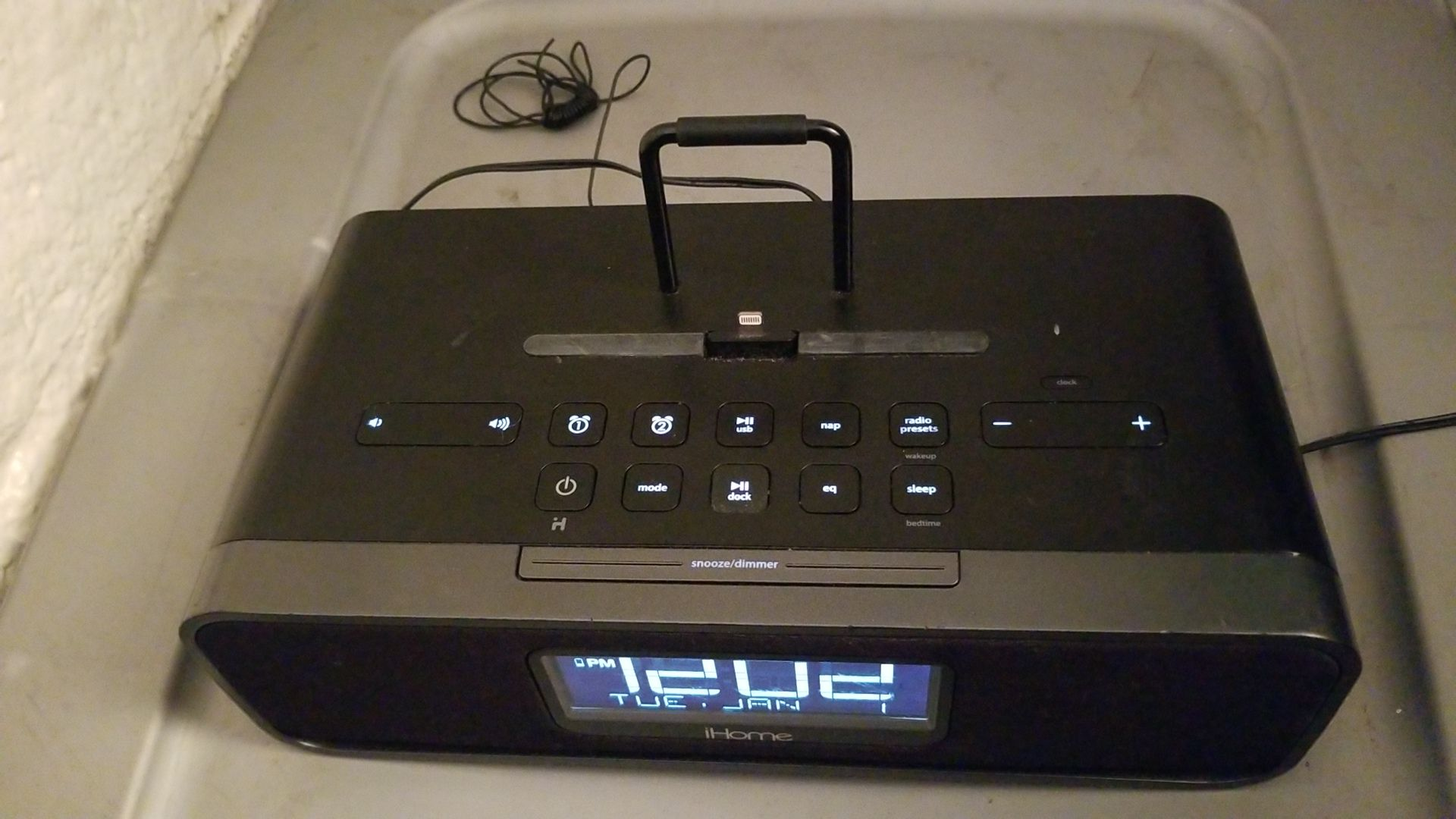 iHome iDL91 Dual Charging Stereo FM Clock Radio with Lightning Dock and USB Charger