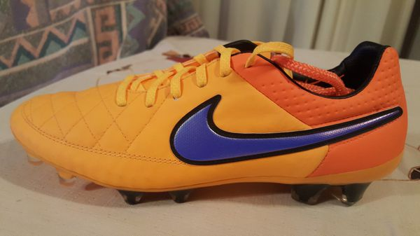 newest 7b29d 15f0c Nike tiempo legend v size 9 for Sale in El Mirage, AZ - Offe