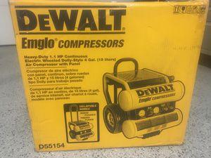 Photo DEWALT 4-Gallon Single Stage Portable Electric Twin Stack Air Compressor