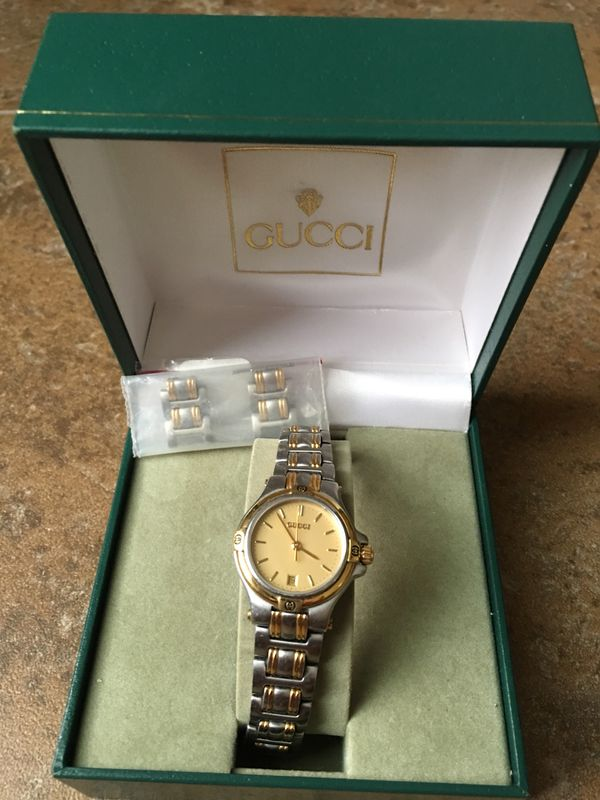 632792e9f9b Gucci ladies Watch 9040L for Sale in Gilbert