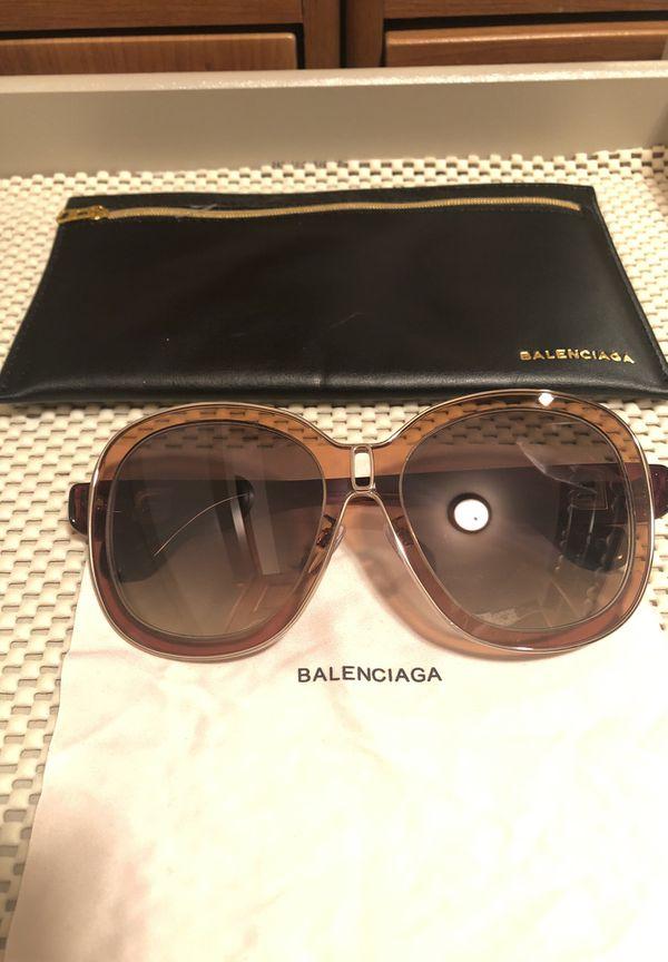 8925788767 Balenciaga sunglasses for Sale in Staten Island