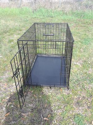 Photo Dog Cage with Tray in good condition ( 17 w x 24 L x 19 height ) 40..